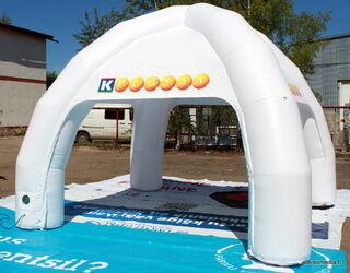 Ilmatäytteinen 4x4 teltta sisävalaistuksella