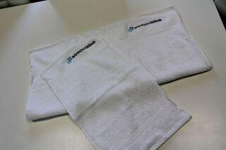 Brodeerattu logolla pyyheliinat