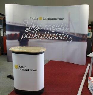 Esittelyseinä Lapin Lääkärinkeskus 4x3m