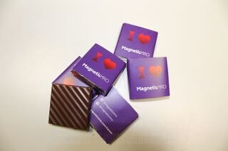 5g Suklaa logolla MagenticMRO