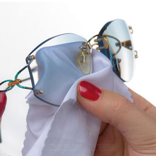 Key ring with cleansing cloth for glasses